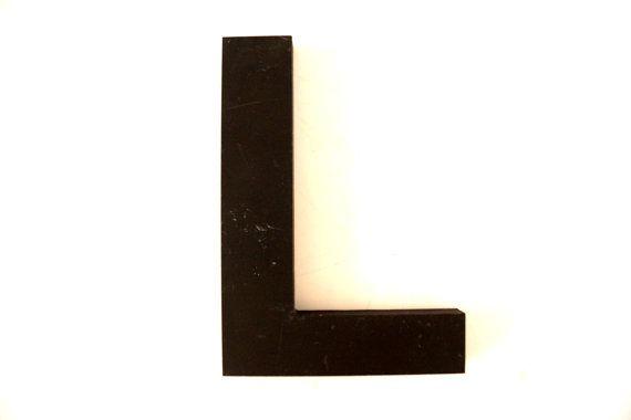 Vintage Industrial Letter L 3D Sign Letter in Black par ThirdShift