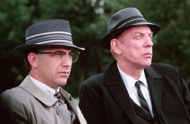 Still of Kevin Costner and Donald Sutherland in JFK (1991)