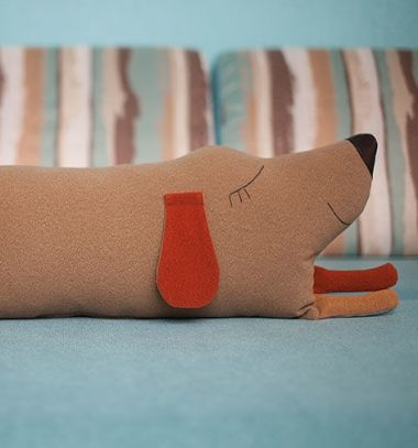 Adorable sleeping dog pillow (free sewing pattern) // Aranyos fekvő kutya párna plüss - ingyenes szabásminta // Mindy - craft tutorial collection // #crafts #DIY #craftTutorial #tutorial