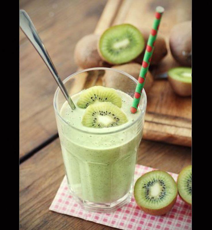 Detox water et smoothies: les boissons parfaites pour une cure de détox - Cosmopolitan.fr Un smoothie détox kiwi banane