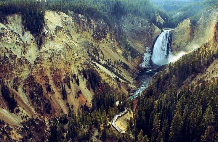 Водопад Lower, Йеллоустонский национальный парк, США.