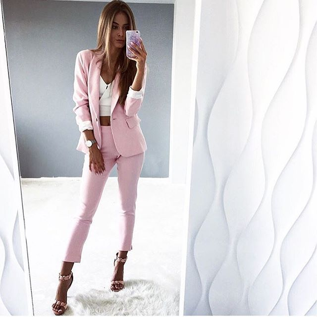 Boska @sandra_opara w naszym garniturze ❤️❤️❤️ostatnie sztuki na wyprzedży⏰⏰⏰a Rabat tylko do północy! 8% i darmowa dostawa na hasło: lato2027 🌴☀️🌴🌴☀️ #wwwmosquitopl #ootd #onlinestore #shoppingtime #onlineshopping #zakupy pudrowyroz #pink #thinkpink #model #mosquito #mosquitopl #rabat #sale #taniej #clothing #streetwear #elegant #summervibes #positivevibes #polishgirl #instagood #picoftheday #promocja