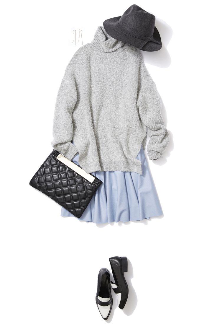 ライトブルーのスカートで冬の華やかカラーコーデ