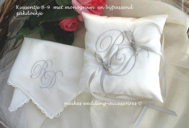 Ringkussen B-9 met monogram  ( monogram kan ook op zakdoekje, handdoek, kussensloop  enz ..)      (u-15)