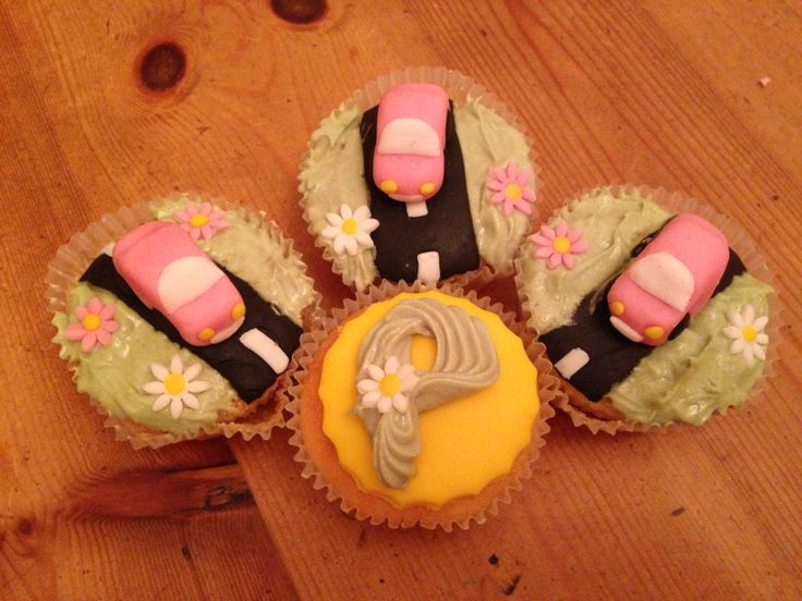 """""""You've Passed!"""" driving test cupcakes"""