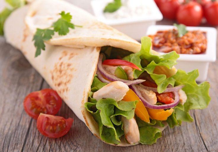 Procurando um jantar magrinho? Esse wrap é uma opção recheada de proteína magra e pouco carboidrato.