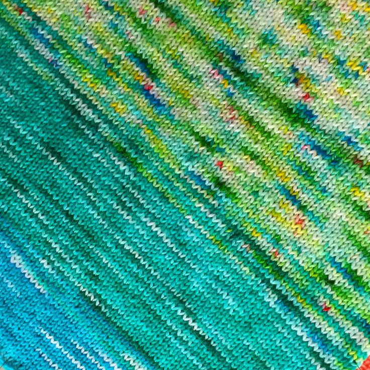 Behind the scenes: close-up of the knitting in hand dyed yarn that makes the stunning Fade & Speckle Bag...