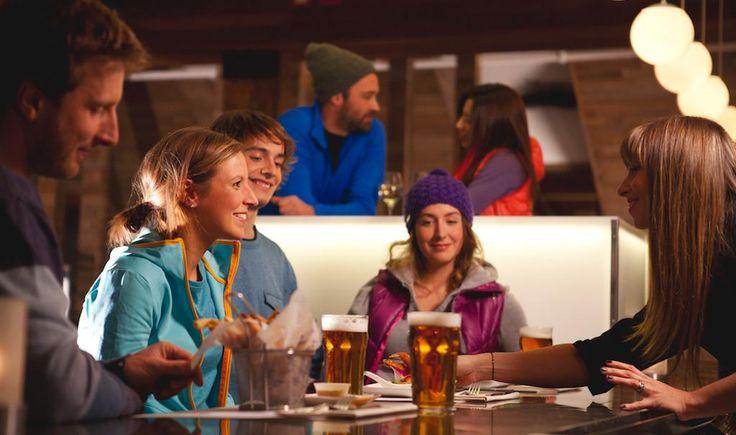 Ski et après-ski au Mont Saint-Sauveur | À moins d'une heure de Montréal, le Mont Saint-Sauveur fait le bonheur des skieurs. Une fois la journée terminée, voici quoi faire pour l'après-ski!