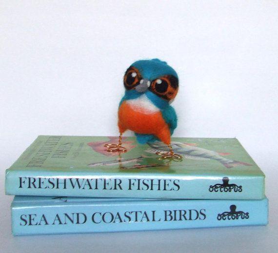 Needlefelted kingfisher @feltmeupdesigns