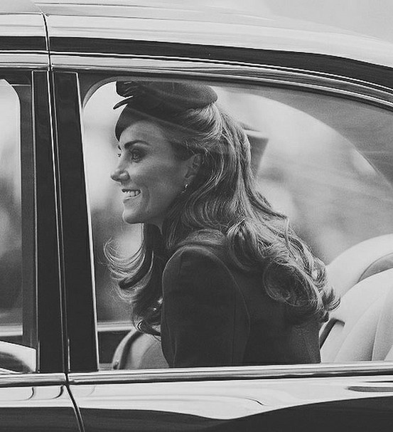 Kate Middleton. Endlessly classy. Does she EVER look bad? I think not.