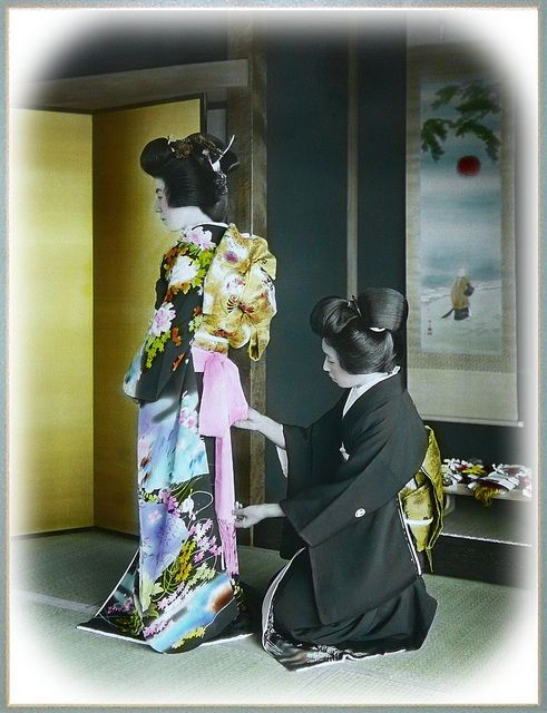 by Okinawa Soba, via Flickr.  Ca.1915-1920s. By T. ENAMI of Yokohama. Hand-tinted Glass slide.    What a beautiful Kimono.