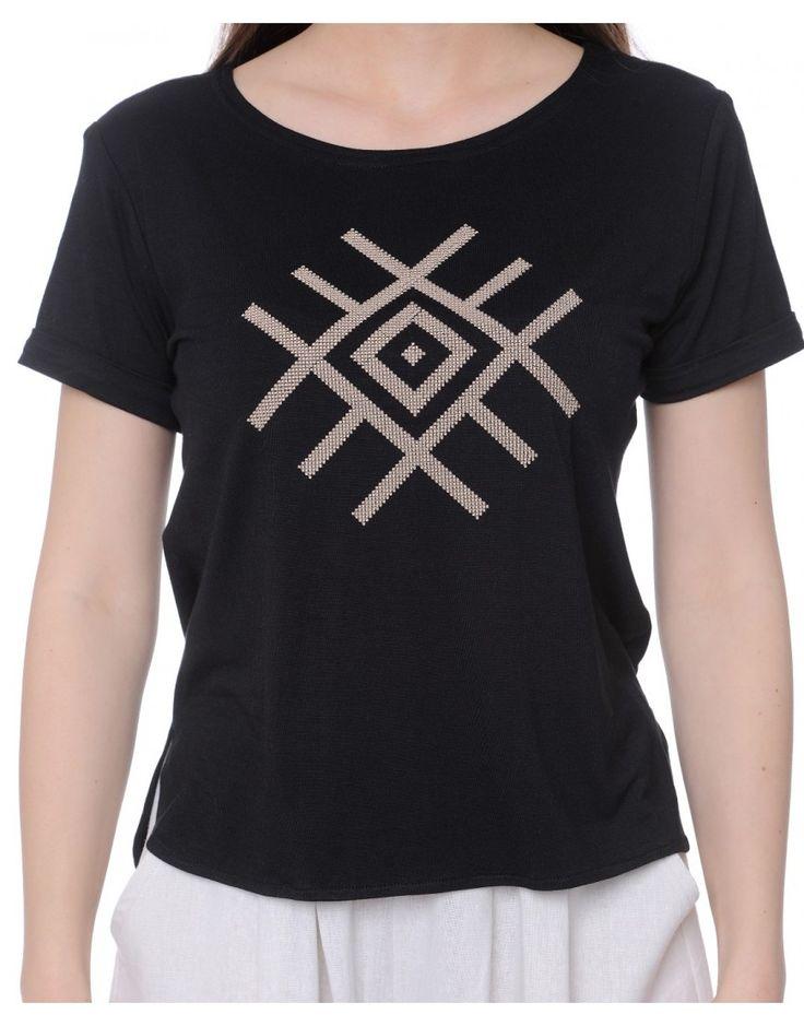 Tricou negru cu broderie