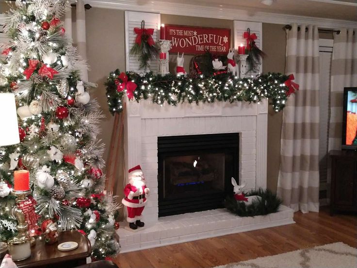 MY CHRISTMAS FIREPLACE MANTEL CHANGES AGAIN!