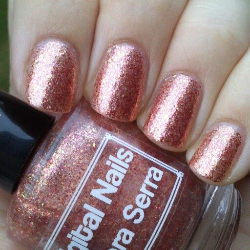 Digital Nails Que Sera Serra, inspired by Inara Serra and part of the Firefly collection. This is three coats and no topcoat. Slightly less pink and slightly more copper IRL, although technically it's a mixture of gold, copper, silver and rose metallic flakes. Love her!