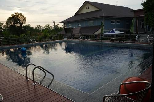 Prima Hotel Ban Khlong Song (1) Featuring free WiFi and a year-round outdoor pool, Prima Hotel offers accommodation in Ban Khlong Hok Wa, 48 km from Bangkok. Free private parking is available on site.  All rooms have a flat-screen TV with satellite channels.