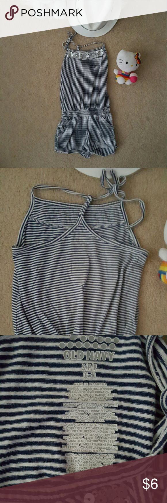 Old Navy jumper size 6-7 This cute jumper is slightly used in excellent condition. There are no holes or stains on it. Old Navy Bottoms Jumpsuits & Rompers
