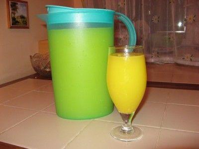 Сок-нектар цитрусовый «Как магазинный»4 крупных апельсина и 2 лимона помыть и С КОЖУРОЙ измельчить в блендере,вскипячённую и остывшую воду 4,5 л с добавленными 1,5-2 стак сахара влить в ёмкость с полученной цитрусовой массой,размешать,дать настояться при комн температуре 6-7 ч,периодически мешая.Процедить через дуршлаг с марлей,отжать жмых через марлю.,дать постоять процеженному 20 мин и можно пить! Из отжатых остатков с добавлением сахара 1,5 ст  получается отличный джем.