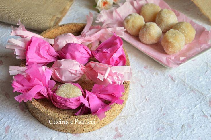I Gueffus o Guelfus sono dolcetti a base di mandorle tipici della piccola pasticceria sarda, questi bon bon, sono semplici e veloci
