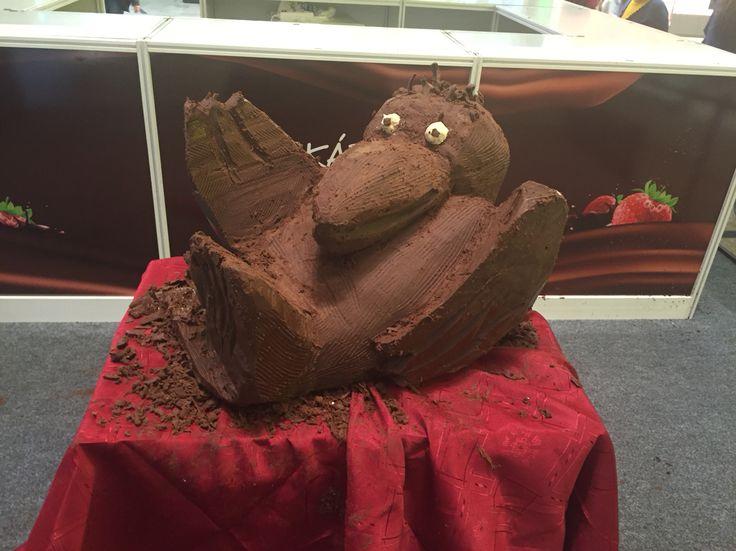 Gombóc Artur csokoládéból kifaragva az Árkádban kiállítva