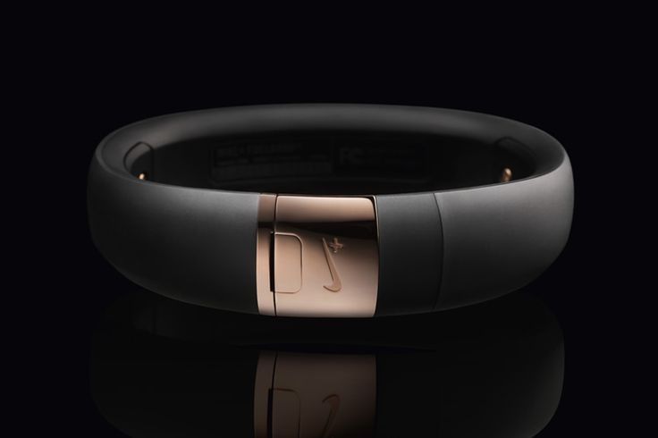 rose gold nike+ fuel band se - metaluxe.  I want this !!!!!!!
