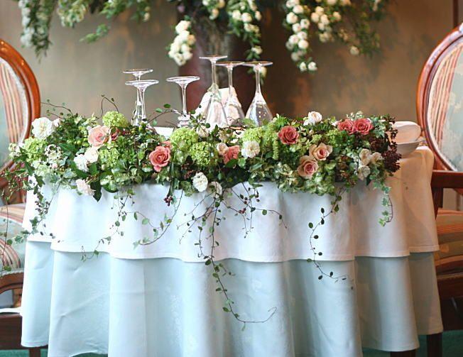 奥沢のレストラン ラ・ビュット・ボワゼ様の装花 : 一会 ウエディングの花