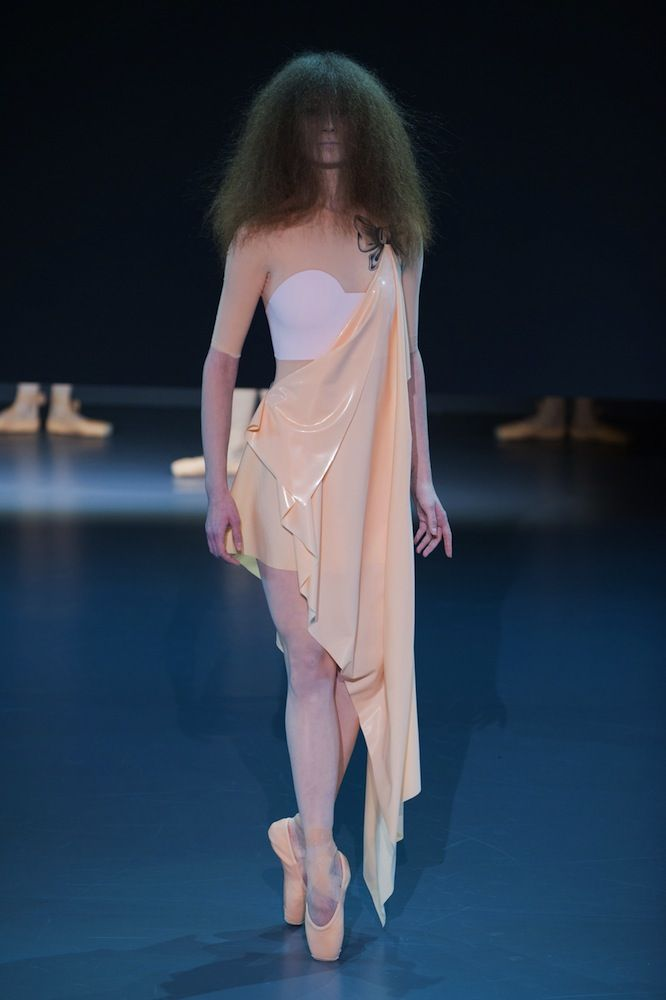 Viktor & Rolf Haute Couture Spring 2014 - theFashionSpot