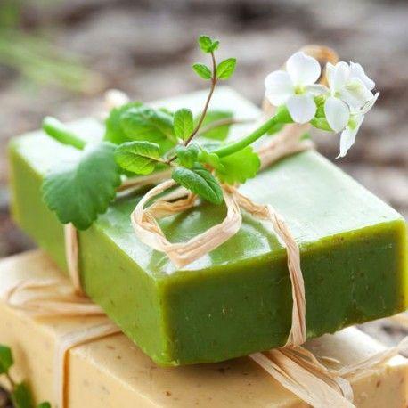 Árbol de té, eucalipto, etc.. Jabón natural artesanal con delicioso aroma natural de eucalipto hecho a mano con aceites de alta calidad: oliva, karite, coco, árbol del té, orégano y vitamina E