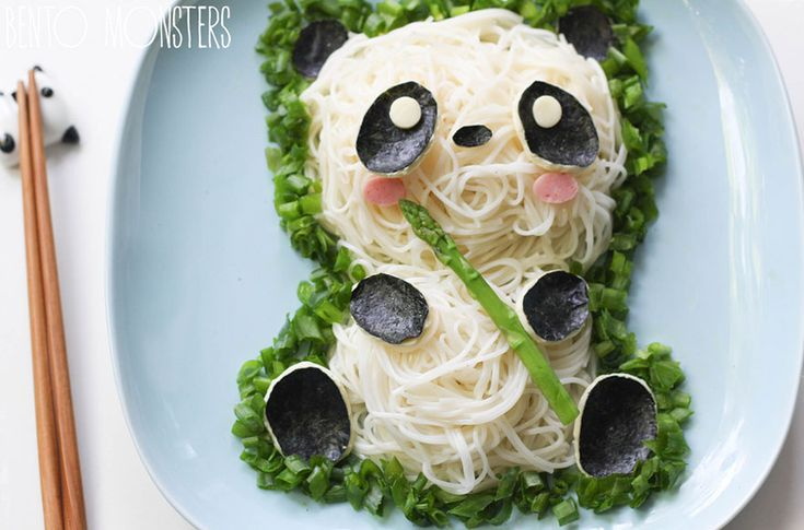 Just when we collected a list of cute Japanese bento-inspired dishes, a creative cook that we happened to miss has been revealed. Li Ming, a mother of two in Singapore, creates adorable character bento (or kyaraben) lunches and dinners for her children.