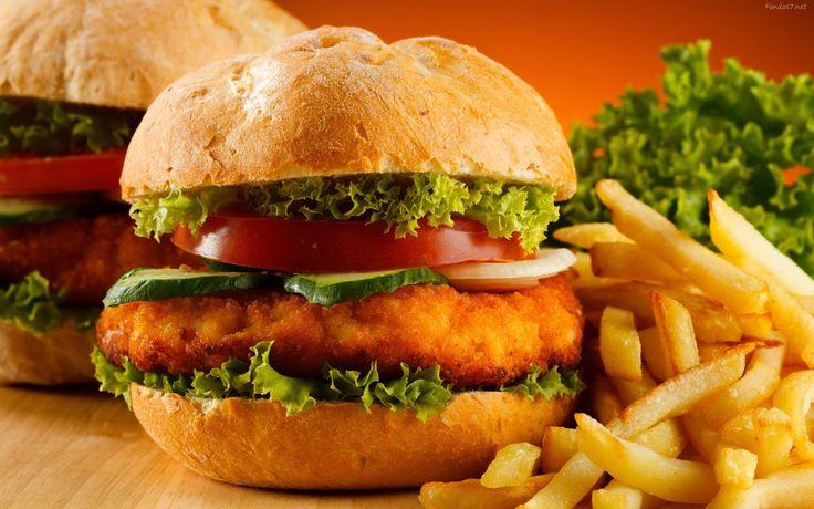 #RecetasCotiza: Hamburguesas. Este delicioso plato hace mucho tiempo llego para quedarse. Hay para todos los gustos, pasando por la típica hamburguesa de vacuno hasta su opción vegetariana de soya. Los ingredientes son muy variados. Es una excelente opción para compartir con la familia este fin de semana, a demás que es muy fácil y rápido de preparar. #hamburguesa #comida #recetas #cotizaimprenta #carne