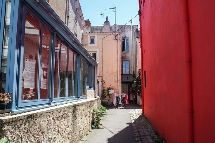 TRENTEMOULT ET SES MAISONS COLOREES - Mes Petits Carnets - Blog Voyage à Lyon