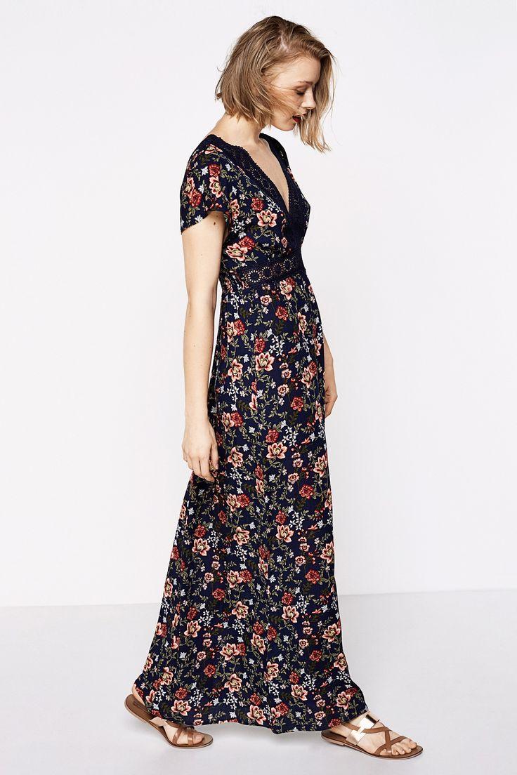 Robe longue à manches courtes, colV, avec détail en crochet sur lencolure et sous la poitrine. Imprimée à motif floral.   Robes   Springfield