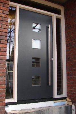 Kunststof voordeur met aluminium paneel. Mooi maar dan wit.