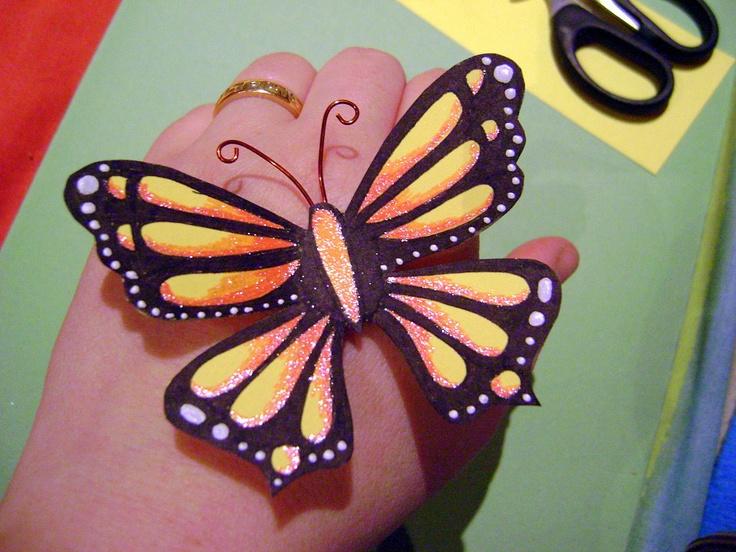 mariposas de cartulina pintada con rotuladores