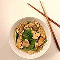 Thaise curry met noedels en kip op Kokerellen. Deze heerlijke en gemakkelijke curry zet je in minder dan 30 minuten op tafel.