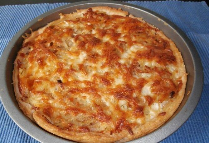 Tejfölös-túrós pite reszelt burgonyával recept képpel. Hozzávalók és az elkészítés részletes leírása. A tejfölös-túrós pite reszelt burgonyával elkészítési ideje: 75 perc