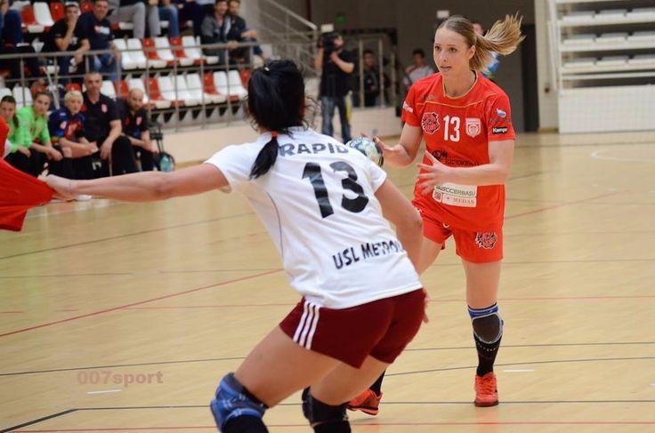 Handbal feminin: Dinamo - Rapid, o înfrângere primită cu zâmbetul pe buze