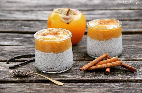 Jesienno-zimowy deser z nasionami chia czyli pudding chia z persymoną