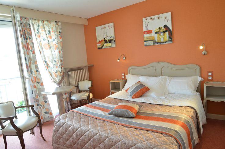 Die LOGIS Brou in Bourg en Bresse - Hotel voller Charme, liegt nur wenige Schritte von der Royal Monatère Brou, die Apothecary und 7 Restaurants .. in der Nähe der Innenstadt und Ainterexpo Park - Ekinox. Ihr Haustier ist willkommen ..
