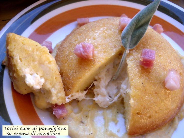 Tortini+cuor+di+parmigiano+su+crema+di+cavolfiore
