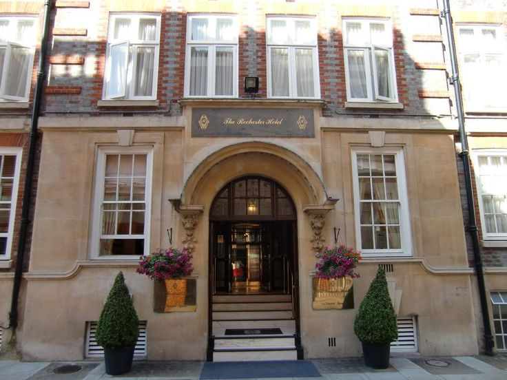 London Grange Rochester Hotel United Kingdom, Europe Stop at Grange Rochester Hotel to discover the wonders of London. The hotel offers a wide range of amenities and perks to ensure you have a great time. To be found at the hotel are free Wi-Fi in all rooms, 24-hour front desk, luggage storage, Wi-Fi in public areas, room service. Some of the well-appointed guestrooms feature television LCD/plasma screen, internet access – wireless (complimentary), non smoking rooms, air condi...