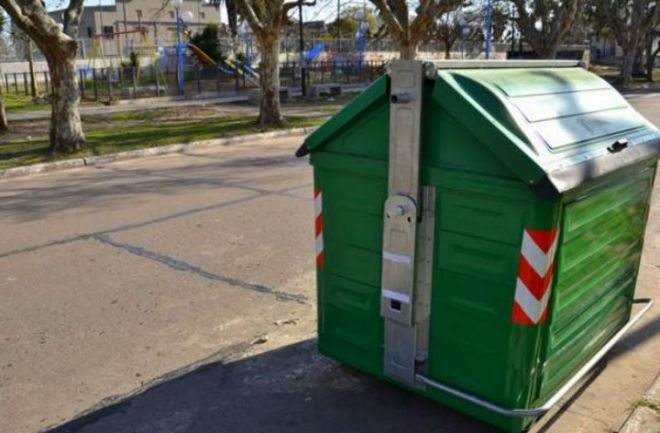 Cartonero halló un bebe muerto en un contenedor de basura. El recién nacido fue encontrado en Quilmes. Tenía un cordón umbilical y un fuerte golpe en la cabeza. http://www.argnoticias.com/sociedad/item/39053-cartonero-hall%C3%B3-un-bebe-muerto-en-un-contenedor-de-basura