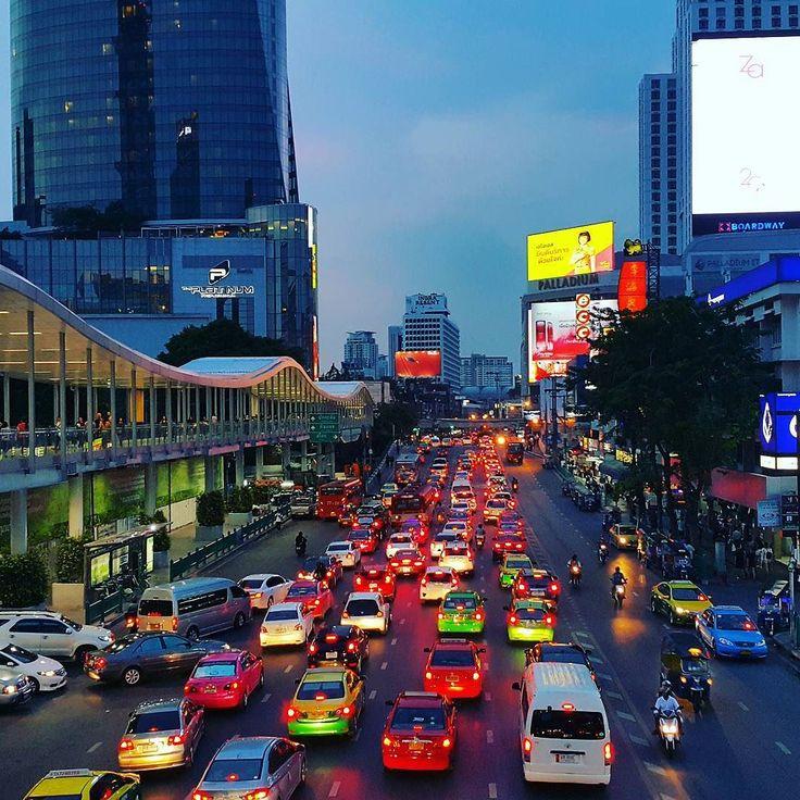 Бангкок - город который всегда стоит в пробке  #бангкок #трафик #таиланд #пробки #bangkok #traffic #trafficjam #thailand