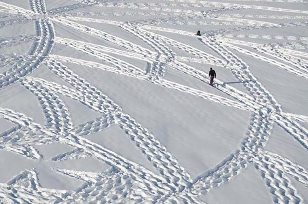 A Guy Making Amazing Snow Art...Simon Beck Walks over layers of fresh snow with special,shoes to create his art.