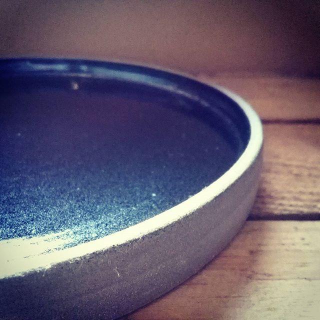 Plate with black glaze - bord met zwart glazuur  #ceramics #keramiek #handmade #madeinbelgium #handmadeinbelgium #dinnerware #plates #pottery #wheelthrown #handgedraaid #annabelleceramics #stoneware #borden #servies #serveren #aantafel #klei #black #clay  #zwart