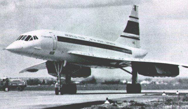 concorde, il primo aereo ultasonico, prima si vedeva, e dopo un po' si sentiva il rumore.  Vaggio NY-Parigi 3.5 hr.  Questo aereoplano volava alla veloicita' doppia del suono.