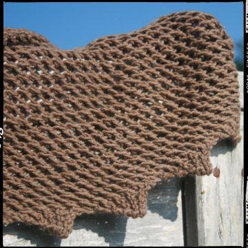 Filato a 4 capi realizzato in 100% pura lana. nm. 3200 50g=155m ca. ferri consigliati n 3/4 Dalla mano molto morbida e calda al tatto . Adatto per maglioncini scialli, calze.