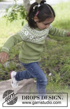 """Pull DROPS tricoté de haut en bas en """"Karisma"""" ou """"Merino Extra Fine"""" avec empiècement arrondi et jacquard norvégien. Du 3 au 12 ans. ~ DROPS Design"""
