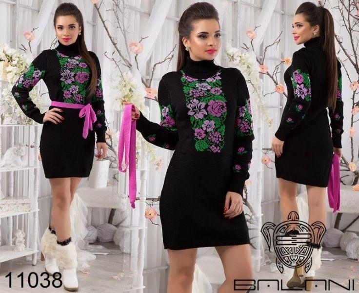 Вязанное теплое платье с орнаментом фиолетовые цветы черное