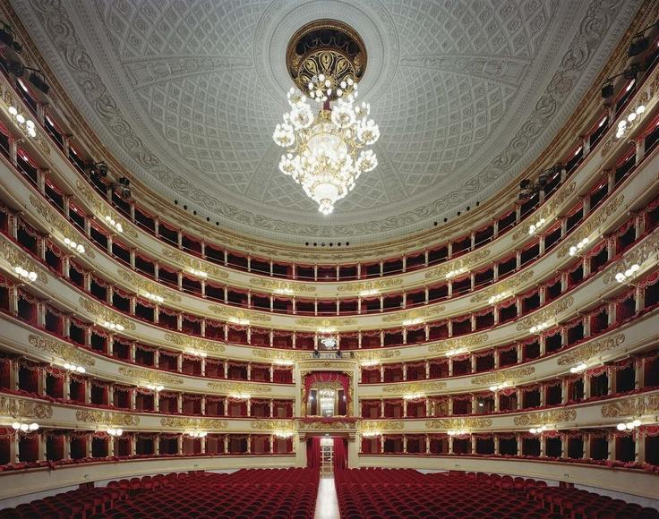 Teatro alla Scala, Milano, Italia Milano Giorno e Notte - We Love You! www.milanogiornoenotte.com