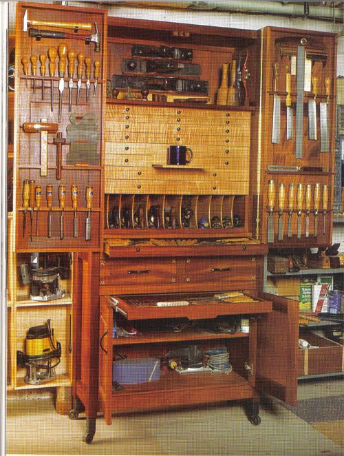Organization of tools in a wooden chest.